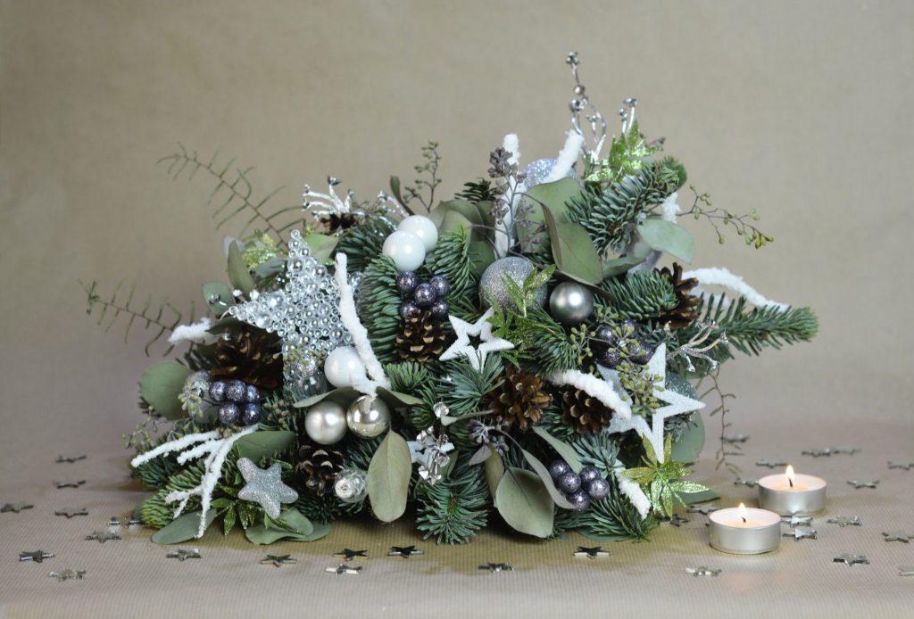 stříbrná vánoční dekorace