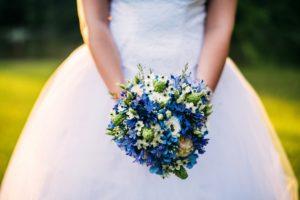 Modrá svatební kytice - Modrá hortenzie, bílé, růžové, zelené květiny - Modrá svatba