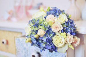 Modrá svatební kytice - Modrá hortenzie, bílé a růžové květiny - Modrá pastelová svatba