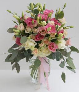 Elegantní kytice - Růžové, bílé a lososové růže, eustoma, eucaliptus - Bílo-růžová svatba