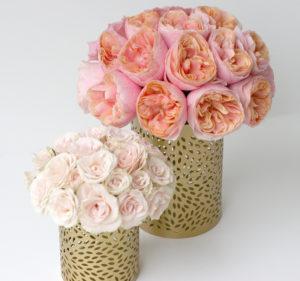 Svatební aranžmá - Lososové pivoňkové růže Vuvuzela a růžové růže - Svatební tabule růžovo-zlatá