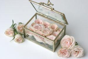Svatební květinové dekorace - Box / krabička na prstýnky - Jemně růžové růže