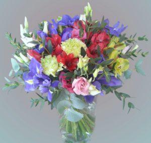 Květinové aranžmá / kytice - Fialové, červené a žluté květiny